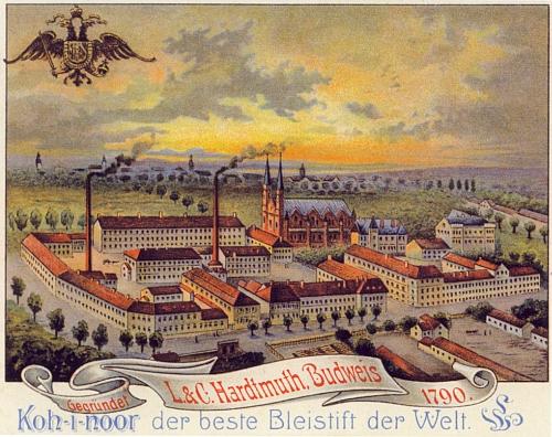 """Pohled na podnik L.&C. Hardtmuth a za ním město Budějovice na přelomu 19. a 20. století zachycuje i Lamezanovu vilu zvanou """"Lischoli"""" a židovskou synagogu"""