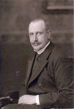 Olivier Leo Ladislaus Hugo hrabě Lamezan-Salins, manžel Mathilde, roz. Hardtmuthové, který se 14. února 1919 rozloučil se životem zřejmě sebevraždou