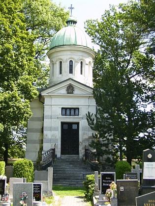 Hrobka rodiny Hardtmuthovy na hřbitově vMladém