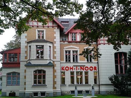 Lamezanova vila je dnes sídlem vedení firmy Koh-i-noor Hardtmuth