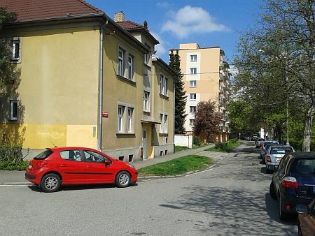 Roudenská ulice, kde se v tehdejším čp. 16 narodil, dnes (2014)