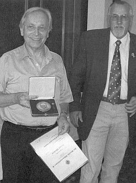 Za 16 let předsednictví Spolku pro Šumavské muzeum v Pasově byl poctěn medailí Adolfa Hasenöhrla