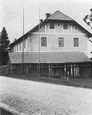 """Někdejší """"Lehrerhaus"""" v Nových Hutích, dnes penzion """"U Karla"""""""