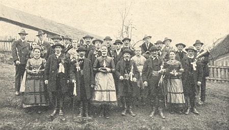 Selská svatba v Rychnově u Nových Hradů jako součást maškarního průvodu z roku 1934