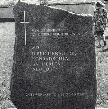 """Dne 14. srpna 1993 byl v Rychnově u Nových Hradů vysvěcen na místním hřbitově tento pamětní kámen, kde text na něm končí slovy: """"Bůh neopustí ty své"""""""