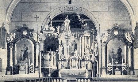 Interiér farního kostela sv. Jiljí v Rychnově u Nových Hradů, vysvěceného už roku 1261 ve své raně gotické podobě pražským biskupem Janem z Dražic a darovaného vdovou po Pelhřimovi z Třeboně vyšebrodskému klášteru