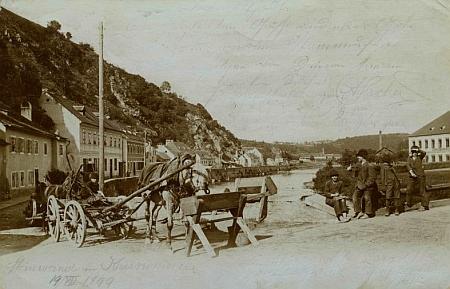 Jedna z jeho nejstarších pohlednic zachycuje českokrumlovskou ulici Pod Kamenem v roce 1899