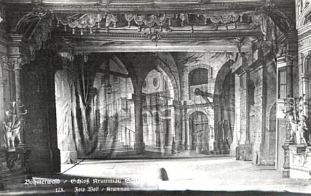 Jiný jeho snímek scény českokrumlovského zámeckého divadla