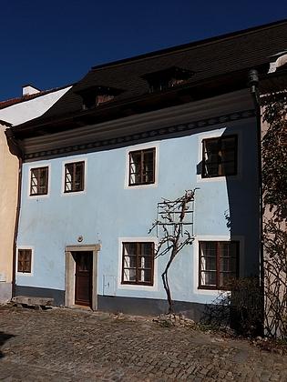 Dům čp. 112 na českokrumlovském Parkáně, kde s rodinou bydlil (viz i Franz Wolf)