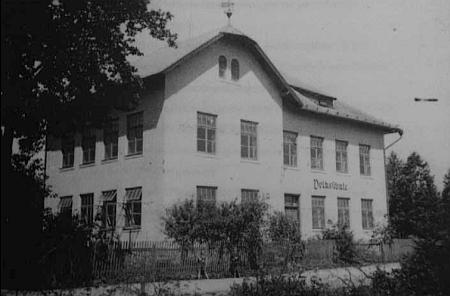 Německá škola v Chudeníně