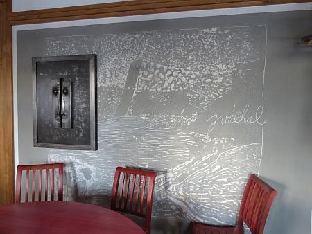 Myslivna na Březníku slouží jako restaurace s historickou expozicí a informačním centrem (snímky ze zimy 2014)