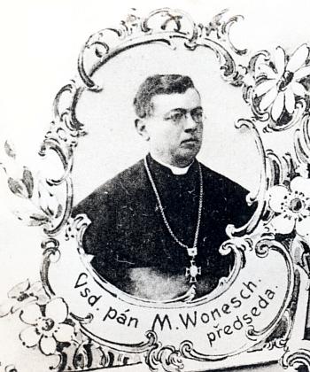 """Na výřezu z pohlednice """"Spolku katolických tovaryšů vČ.Budějovicích"""""""