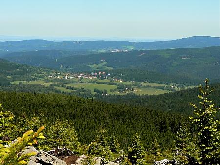 Pohled na Srní, Kašperské Hory a Kašperk v pozadí z hory Oblík (Steiningberg)