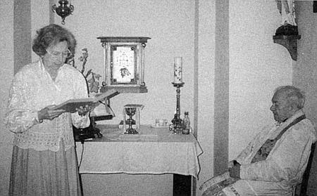 Při děkovné mši u příležitosti jejích osmdesátin v minoritském klášteře na Starém Městě pražském, kterou sloužil P. Bernardin Mráz, kdysi působící v Českém Krumlově, kde po válce podle svých sil pomáhal autorčině rodině