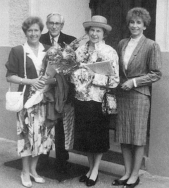 S manželem o zlaté svatbě roku 1990, zleva dcera Monika, zprava dcera Brigitte, provdaná v Nizozemí