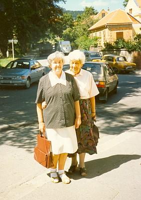 Na prachatické ulici v srpnu 1993 (ta vlevo)