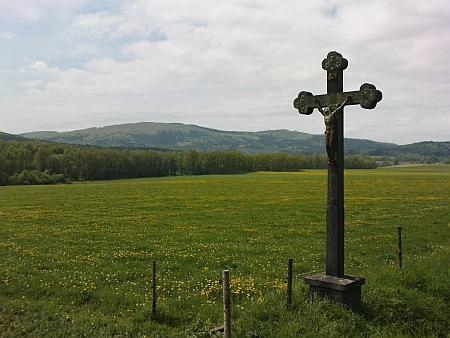 Vysoká Běta - pohled od silnice mezi Zábořím a Dobčicemi