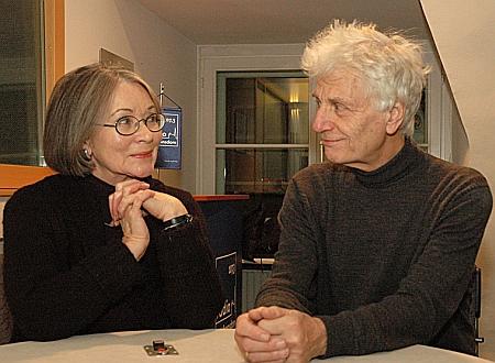 Jeho syn a jmenovec se ženou v rozhlasovém studiu katolické vídeňské stanice Radio Stephansdom