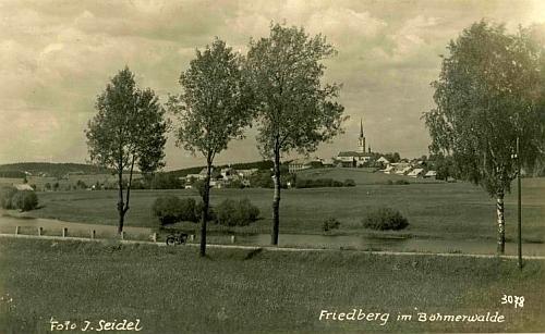 Pohlednice Josefa Seidela zachycuje rodný Frymburk