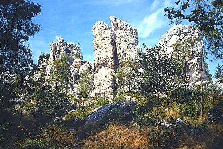 """Křemenný val, význačný přírodní památník, o němž je zmínka i v textu o """"základním vymezení Šumavy"""", blízko bavorského Viechtachu"""