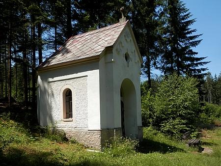 Kaple Nanebevstoupení Panny Marie s blízkou Lurdskou jeskyní při původní cestě z Přední Výtoně do Frýdavy byla postavena v roce 1902 ziniciativy opata Leopolda Wackarze a faráře Ignáce Češky z Přední Výtoně