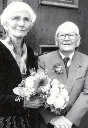 S manželkou Inge o diamantové svatbě, kterou oslavili 13. října 2013 v Linci a k níž jim jejich děti zaslaly ke snímku na stránkách krajanského měsíčníku připojenou nářeční báseň