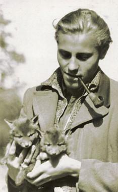 Herwig se dvěma lištičkami vHesensku 1948