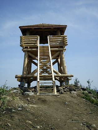 V tomto roce byla postavena i nová rozhledna, po řádění orkánu Kyrill v roce 2007 stačí na bezlesém vrcholu docela nízká