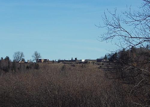Ondřejov dnes (2020) - pohled směrem k někdějšímu kostelu, faře a hřbitovu