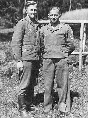 Franz Zdiarsky (vlevo) a další z mladých malontských Hans Pöschko za války