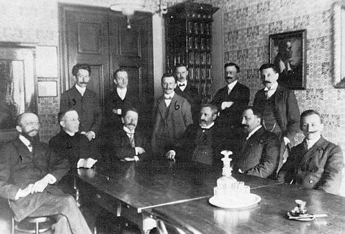 S učitelským sborem školy v Nové ulici v Českých Budějovicích sedící zcela vpravo s číslem 11 (viz i Jakob Heinrich Micko)