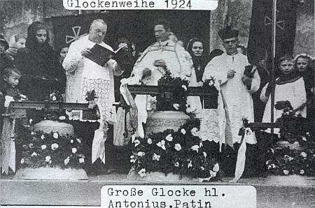 Svěcení zvonů ve Folmavě v roce 1924