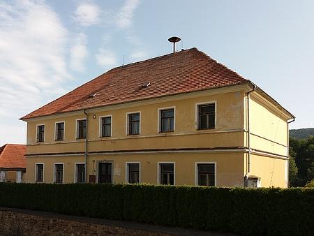 Bývalá škola v Záblatí (2017)