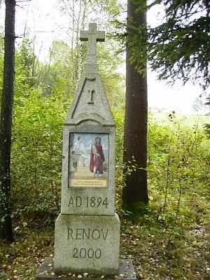 Kaple Hohe Marter a dvě zastavení obnovené křížové cesty v roce 2010