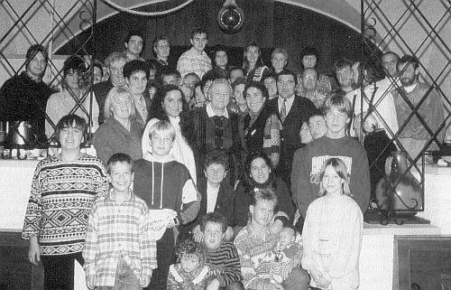 Tady ji vidíme stát trochu skrytě rovnou uprostřed setkání potomků Greiplových z Kirchbachmühle u Svéraze v Neresheimu roku 1994