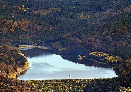 Letecký pohled na přehradní nádrž ve Frauenau