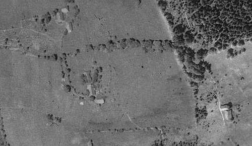 Zaniklý Formberg na leteckých snímcích z let 1950 a 2008