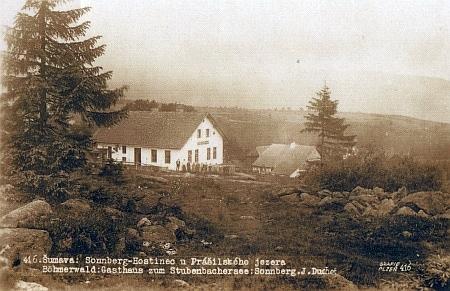 Hostinec na Slunečné cestou k prášilskému jezeru na staré pohlednici