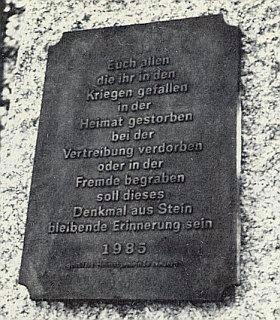 Památník a konečný text nápisu bez splnění připomínky