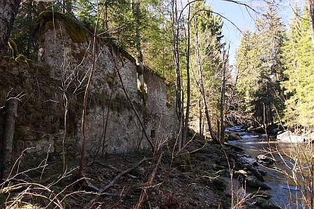 Stodůlecký mlýn Mahlmühle čp. 76 a Mlýnský potok (Mühlbach), který ho poháněl
