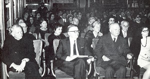 Mezi účastníky římského symposia o Stifterově životě a tvorbě roku 1969 sedí v prvé řadě druhý zleva