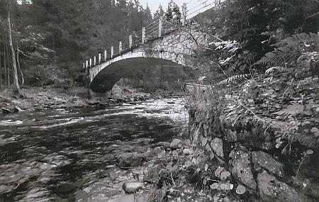 """Tzv. """"Paštěcký most"""" přes Otavu u Rejštejna"""