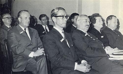 Na zahájení mezinárodního symposia o Adalbertu Stifterovi v Bad Hall 1969 sedí Walter Zettl v brýlích ve třetí řadě prvý zleva, v první řadě vidíme vedle Hugona Rokyty s knírkem i Jitku Fučíkovou, skvělou překladatelku Stifterova Vítka