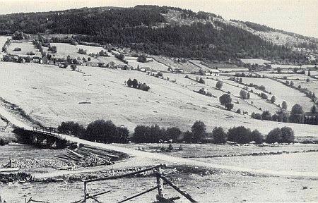 """Někdejší Stodůlky """"ve stráních"""" s mostem přes Křemelnou"""