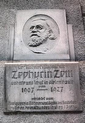 Pamětní deska na vídeňském domě (Wien 3, Wassergasse 18), kde v letech 1907-1927 žil a tvořil