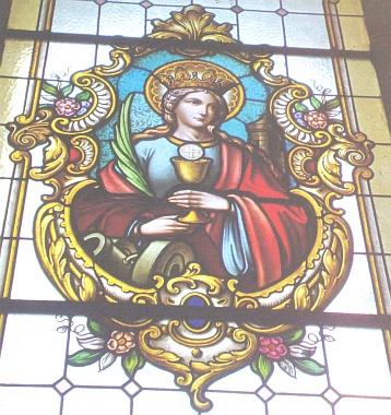Skleněná vitráž jednoho z oken kostela sv. Jiljí v Rychnově u Nových Hradů