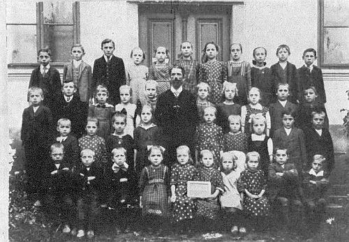 Obecná škola v rodném Uhlišti, ročníky narození 1910-1918