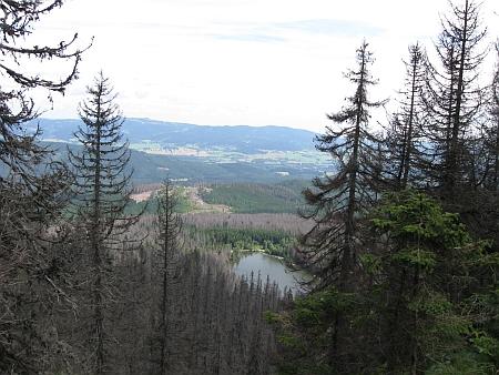 Plešné jezero dnes se značně porušenou stromovou vegetací (2006 a 2009)