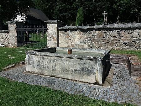 Nádrž na vodu z roku 1905 u hřbitova