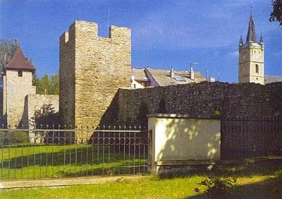 Gotické hradby města Tachova ze 14. století